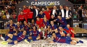 Los jugadores del Barça, con la Copa del Rey.