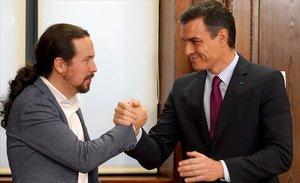 Los líderes de PSOE y Podemos, Pedro Sánchez y Pablo Iglesias, el 30 de diciembre, día en que firmaronsu pacto de Gobierno.