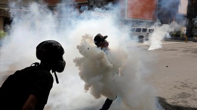 lpedragosa38591923 demonstrators clash with riot security forces while rallying170524213833