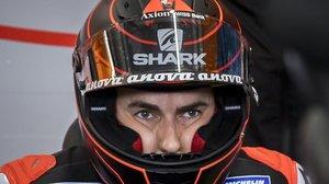 El mallorquín Jorge Lorenzo, pensativo antes de subirse, por vez primera, a su Honda.