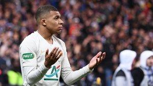 Mbappése queja de su expulsión ante el Rennes.