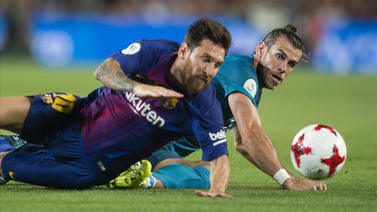Messi y Bale, en el último clásico en el Camp Nou, en la Supercopa 2017-18.