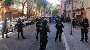 Dos detenidos por intentar impedir el paso al coche de Rivera