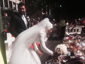 Manal kassem deja su ramo de novia como homenaje a las víctimas del secuestro de Sídney.