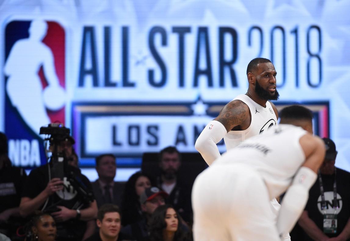 LeBron James condujo a su equipo hacia la victoria.