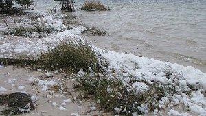 Nieve a orillas del mar en Florida (Estados Unidos).