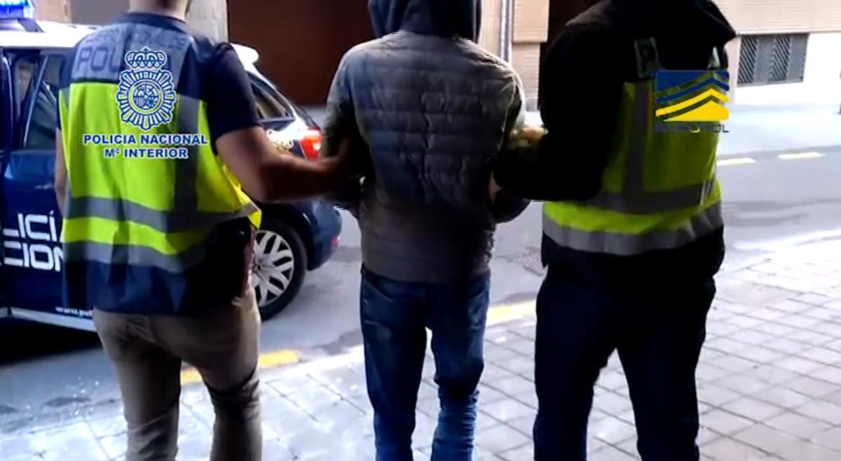 Detingut Denis K., cervell de centenars de ciberatracaments comesos des d'Espanya