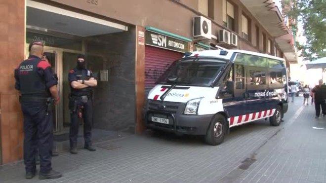 Operación policial de los Mossos contra el blanqueo de capital y tráfico de drogas en la Zona Franca de Barcelona, el pasado miércoles.