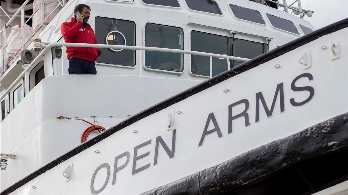 Òscar Camps, el lunes 14 de enero, en el Puerto de Barcelona, a bordo del Open Arms.