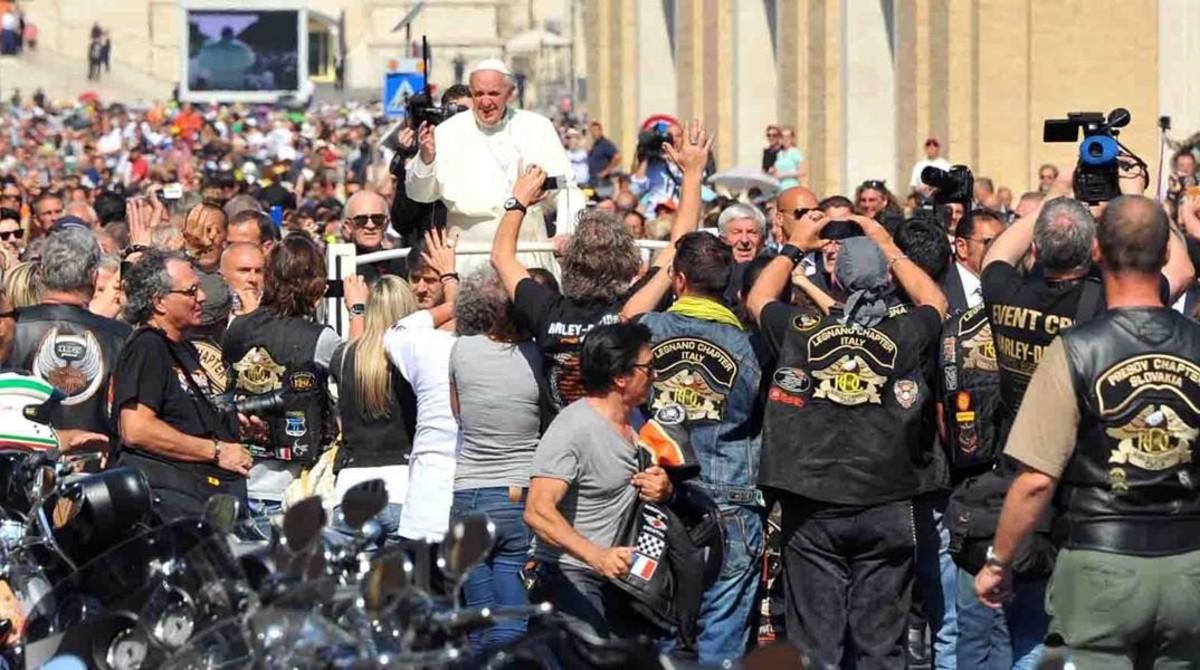 El Papa Francisco ya recibió, en el 2013, la visita de una delegación de la firma de motos Harley Davidson.