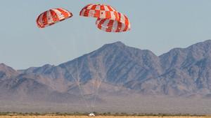 La NASA prova amb èxit un paracaigudes clau per portar astronautes a la Lluna i més enllà