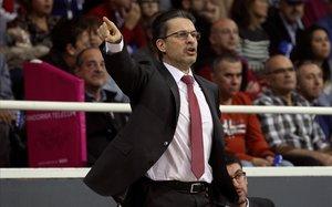 Pedro Martínez, dirigiendo un partido en su reciente etapa en el Baskonia