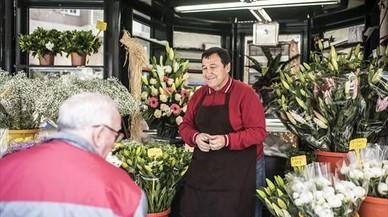 """Pepe Oliva, florista: """"Paso el día entre flores, pero en casa nunca falta un ramo"""""""