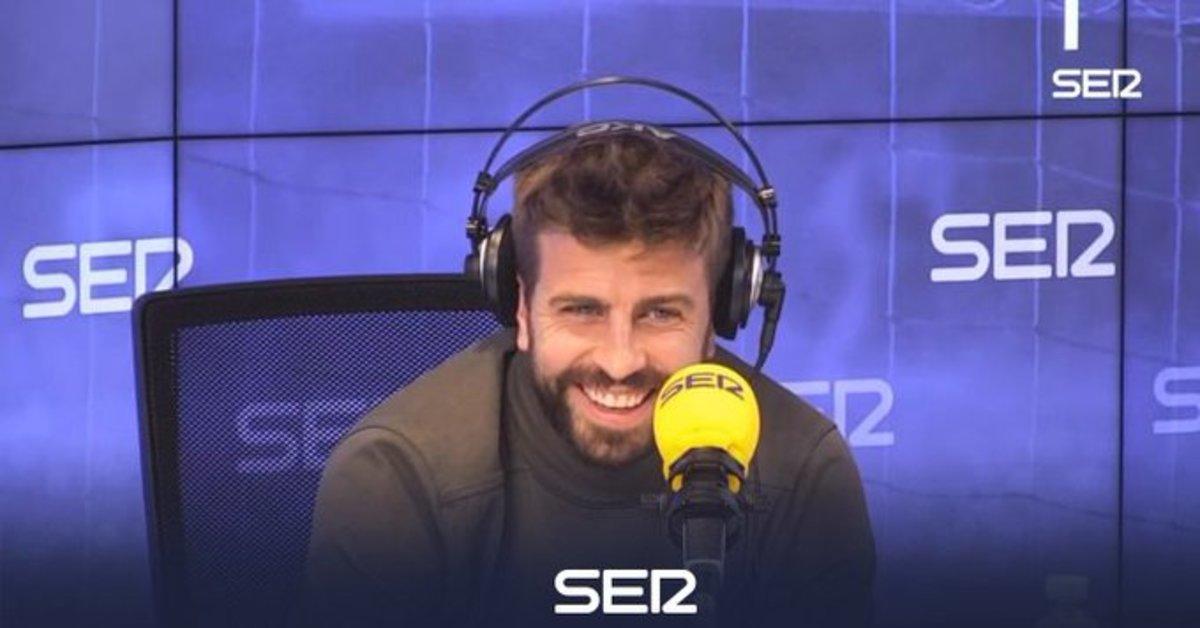 Gerard Piqué sonríe durante la entrevista radiofónica.