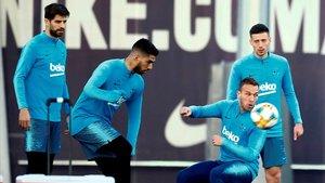 Piqué, Lenglet, Suárez y Arthur, en el último entrenamiento del Barça antes del clásico copero.