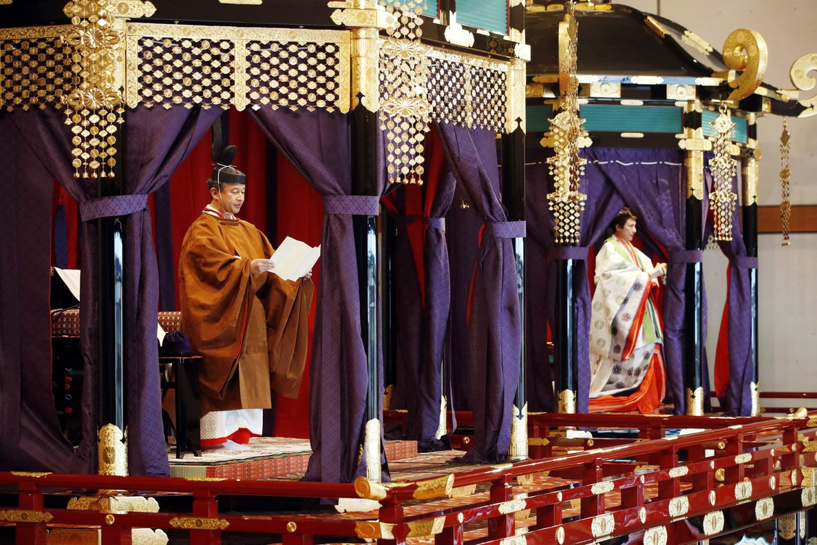 Tokyo (Japan), 22/10/2019.- Japanese Emperor Naruhito (L) and Empress Masako (R) deliver a speech proclaiming their enthronement, at the Imperial Palace in Tokyo, Japan, 22 October 2019. Naruhito ascended the throne on 01 May 2019 after his father Emperor Emeritus Akihito abdicated on 30 April 2019. (Japón, Tokio) EFE/EPA/JAPAN POOL JAPAN OUT EDITORIAL USE ONLY/ NO ARCHIVES