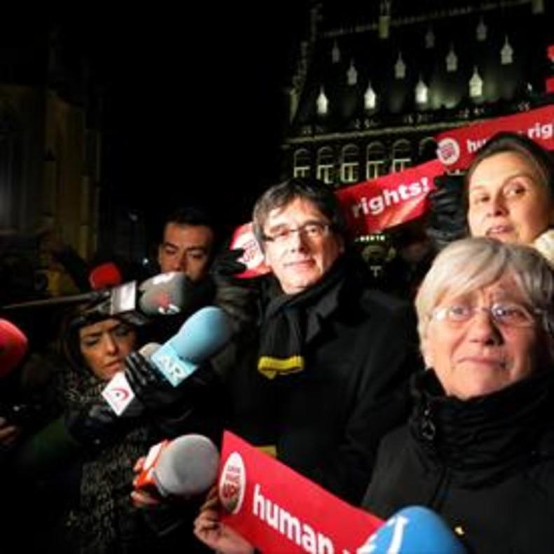 Puigdemont y las 'exconselleres' Ponsatí y Serret, en la protesta del martes en Lovaina.