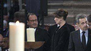 Hollande y Carla Bruni, juntos en el homenaje al expresidente francés Jacques Chirac