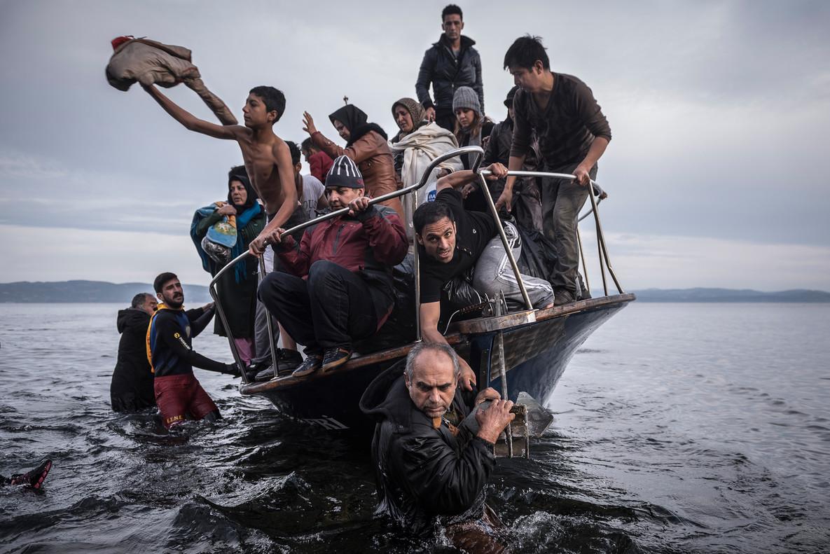 Refugiados llegan a la isla de Lesbos. Una de las fotografías con las que The New York Times se ha llevado un Pulitzer.
