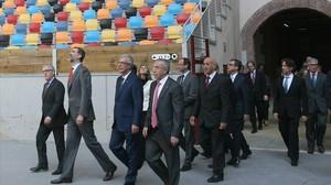 El rei Felip VI, acompanyat d'autoritats, visita les instal·lacions de Tarragona.