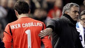 Casillas y Mourinho, en un partido del Madrid del 2013.