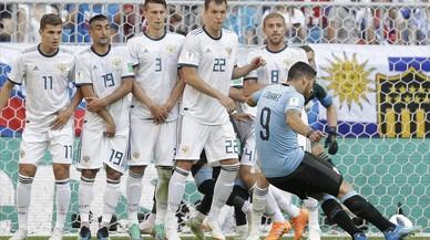 Uruguay desarbola a Rusia y acaba primera