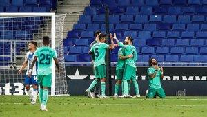 Los jugadores del Madrid celebran el gol ante el Espanyol.