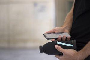 Botellas que llevan integrado un chip NFC que permite abrir la app en el smartphone.
