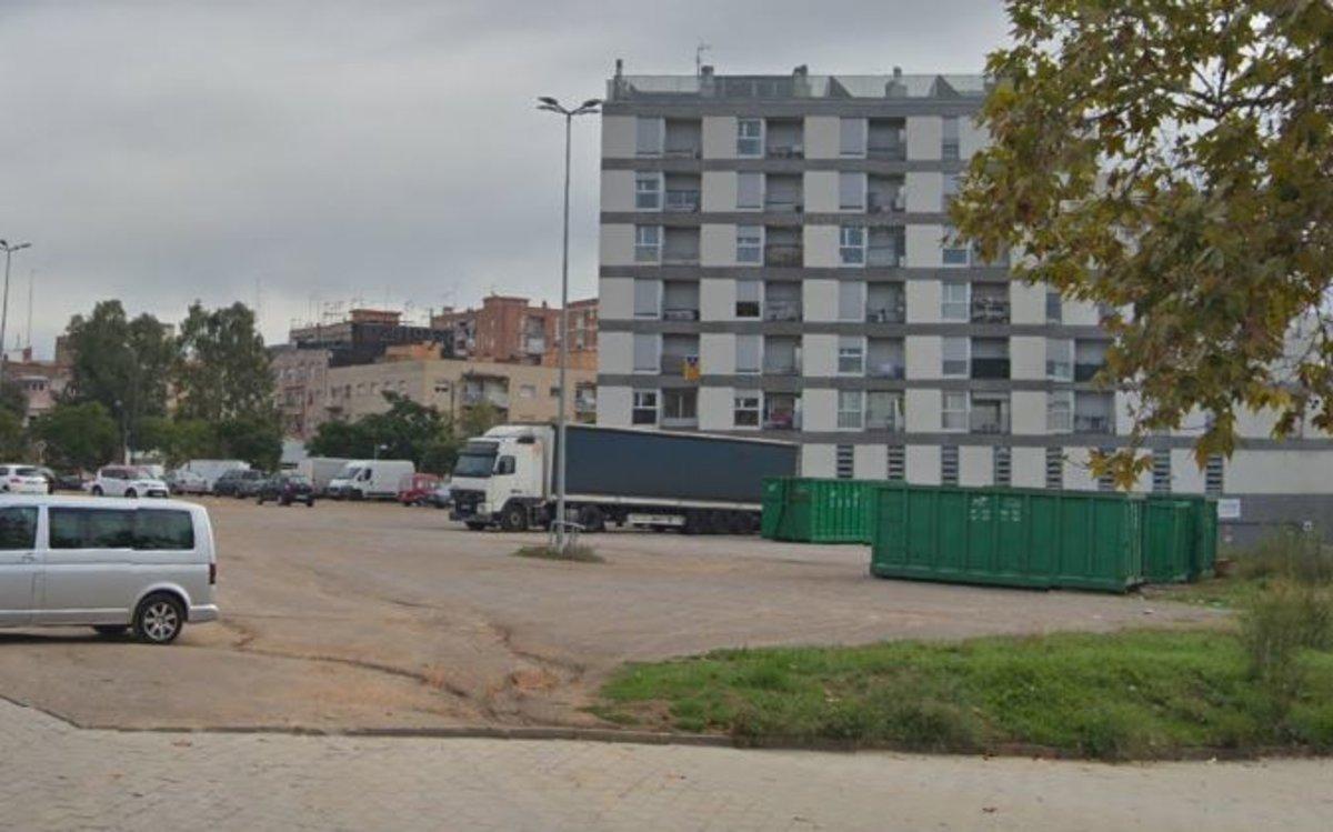 Solar donde está previsto que se construya la residencia pública de Sabadell.