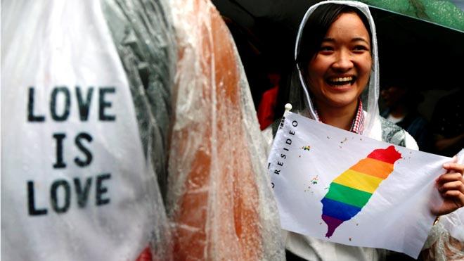 Taiwán legaliza los matrimonios entre personas del mismo sexo.