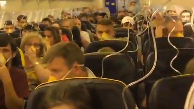 Una avió de Ryanair ha d'aterrar d'emergència a Alemanya per una pèrdua de pressió