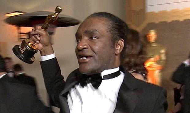 Terry Bryant, con el Oscar de Frances McDormand en la mano.