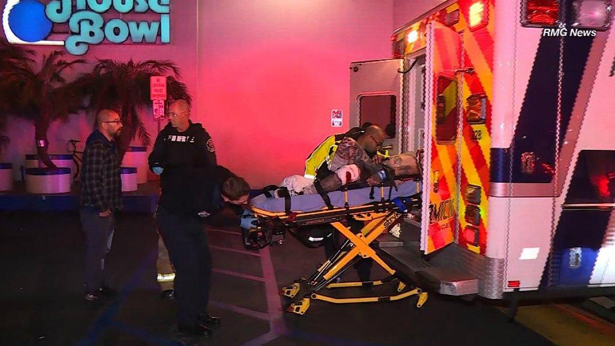 Almenys tres morts i quatre ferits en tiroteig en una pista de bitlles a Los Angeles