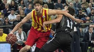 Tomic juega ante Todorovic en Bilbao.