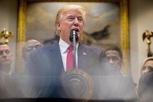 Donald Trump defiende su derecho de expulsar de la Casa Blanca a los periodistas que le resulten incómodos.