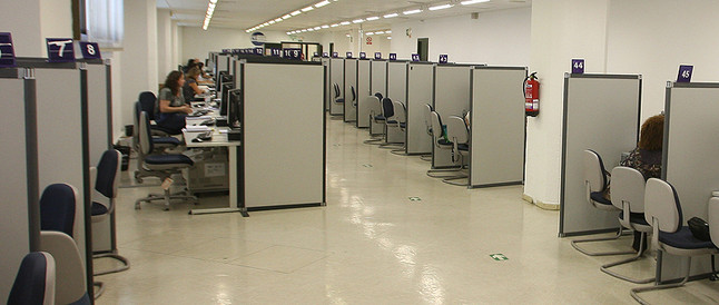 Una oficina casi vacía.