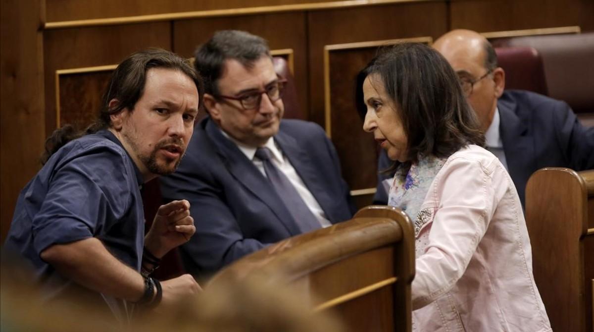 Pablo Iglesias (Unidos Podemos), Margarira Robles (PSOE) y Aitor Estaben (PNV) durante un pleno del Congreso.