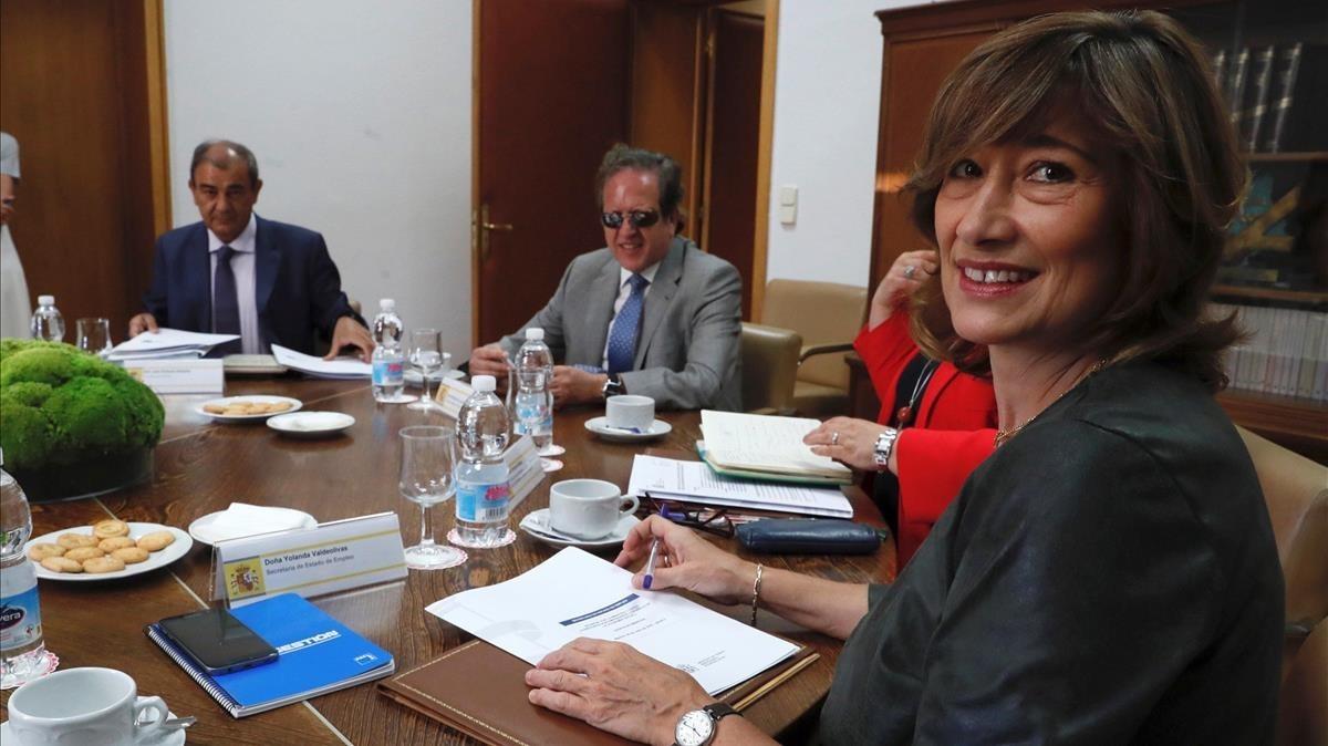 La secretaria de Estado de Empleo, Yolanda Valdeolivas, en la reuniñon mantenida este lunes con los representantes de la Confederación Española de Economía Social.
