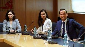 El PP, Cs i Vox a punt de tancar el seu acord per a Madrid