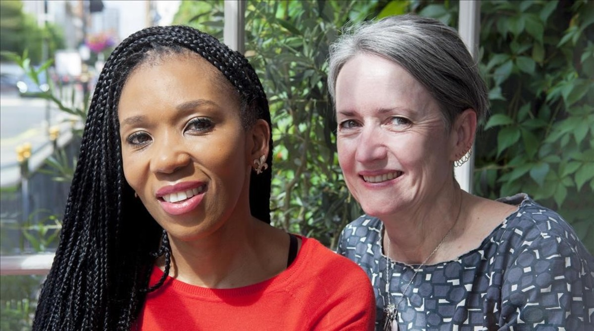 Zamaswazi Dlamini Mandela y la editora Sahn Venter en Londres.