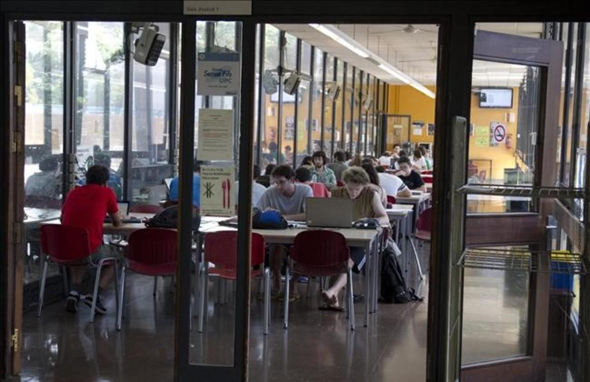 Sala de estudio en la escuela superior de Ingeniería Industrial de la Universitat Politècnica de Catalunya (UPC).