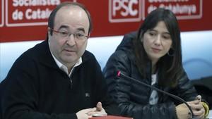 Miquel Iceta iNúria Parlon, en una reunióde la comissióexecutiva del PSC al gener.