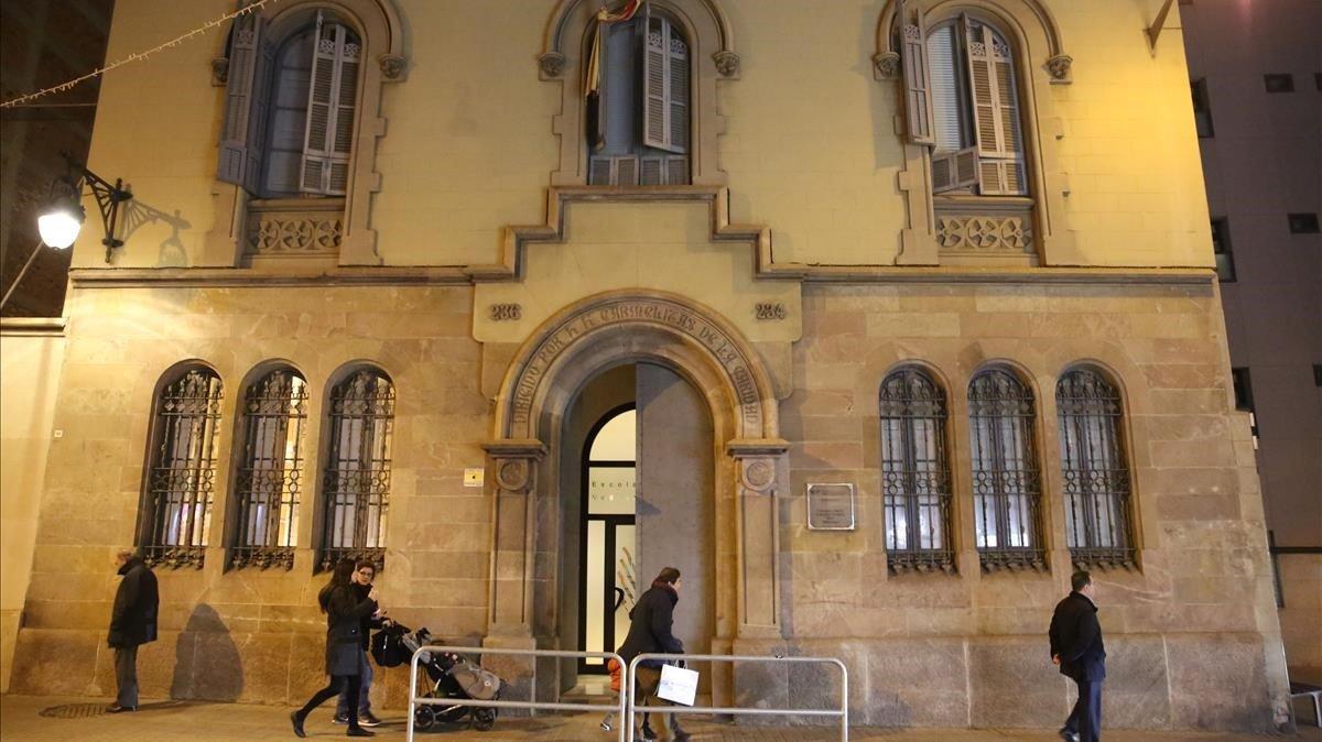 La fachada del edificio antiguo de la Escola Vedruna, derribado recientemente al no estar protegido.