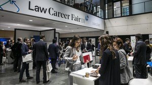 Bufetes a la caza de futuros abogados