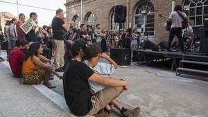 Ambiente familiar en el concierto del grupo Cró,dentro del BAM festivalen la fábrica Fabra i Coats.