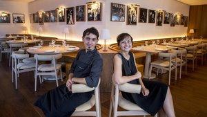 Sebastián Mazzola y Sussie Villarico, en la sala del Bar Veraz.