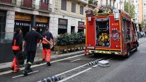 Servicio de un coche de bomberos en Barcelona.