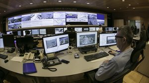 La sala de control del Centre d'Informació Viària de Catalunya (Civicat), desde donde Trànsit vigila todas las carreteras.