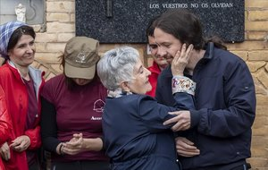 Pablo Iglesias ha asistido junto a su madre a la apertura d ela fosa común 115 de Paterna donde podría estar su tío abuelo