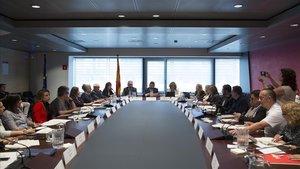 La Generalitat ha reunido al mundo empresarial, sindical y social para hablar de la implementación de la renta garantizada.